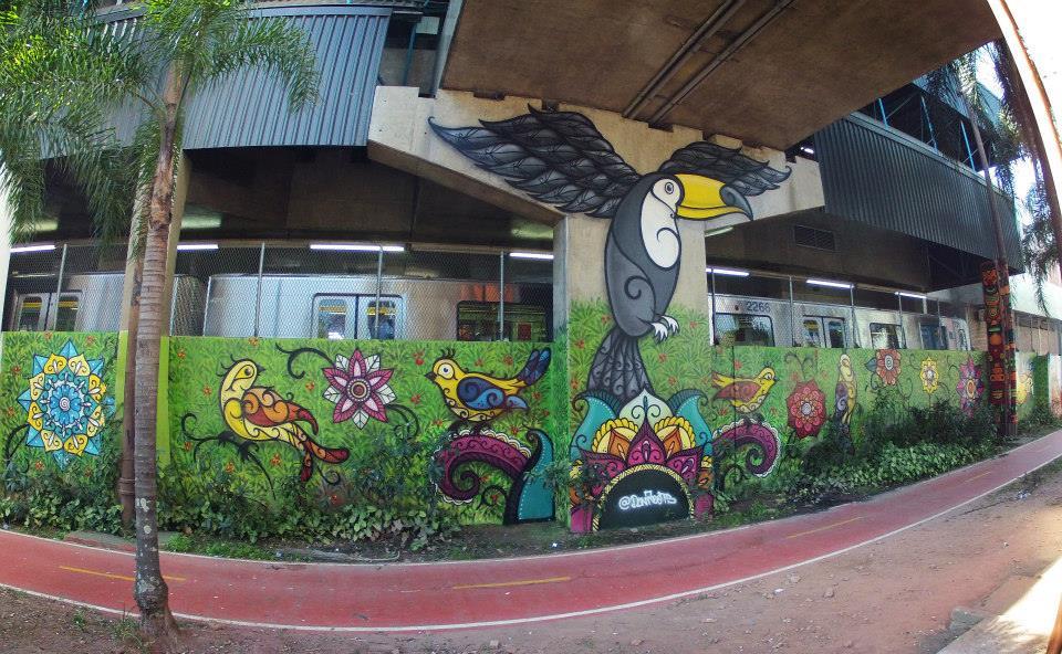 Grafite de Daniel Roots na ciclovia da Avenida Radial Leste