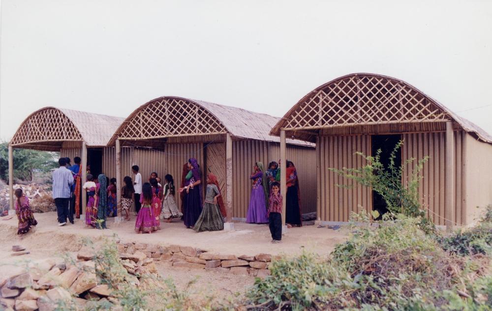 Abrigo temporário em Bhuj, Índia