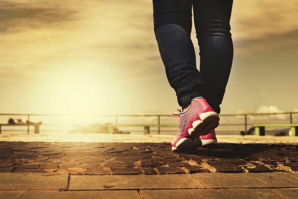 benefícios da meditação caminhando