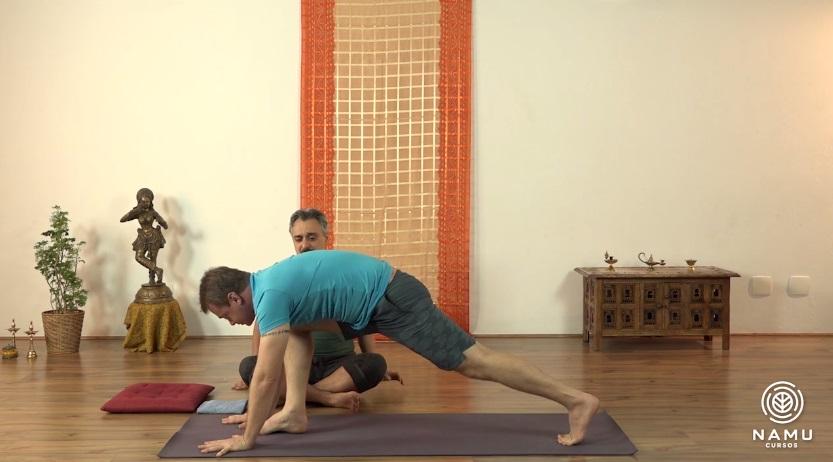 yoga ao acordar relaxa