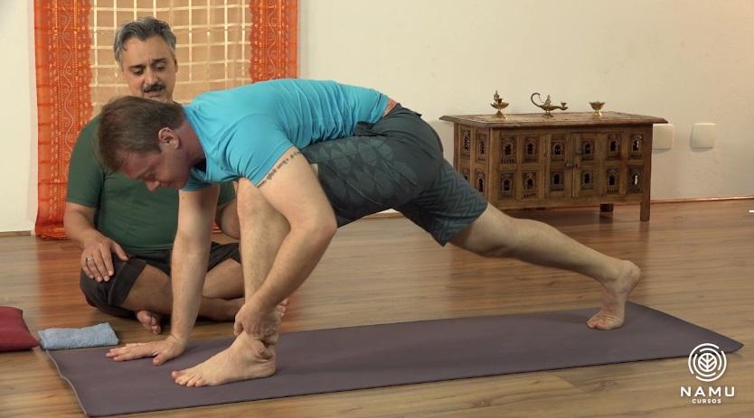 benefícios do yoga ao acordar