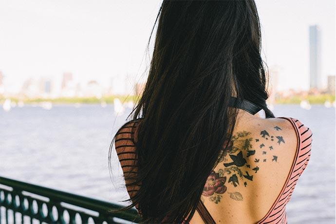 descubra quais os cuidados com a tatuagem