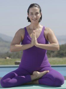professora de hatha vinyasa yoga