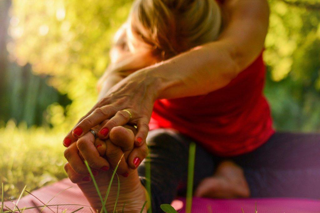 como praticar o yoga em casa
